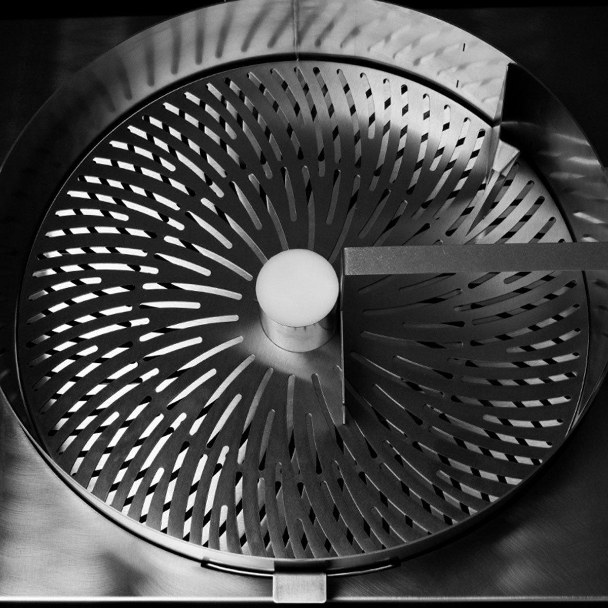 Model-M-Dry-Trimmer-Detail-1
