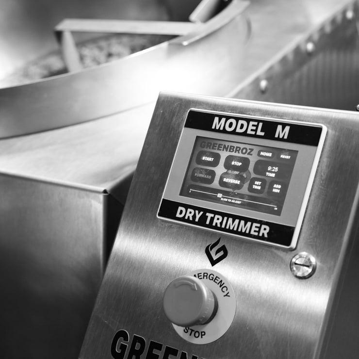 Model-M-Dry-Trimmer-Detail-2